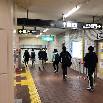 地下鉄東山線の藤が丘駅改札を出たら直進します。