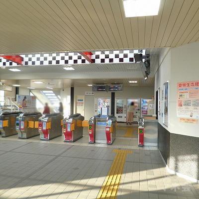 近鉄名古屋線の白子駅にて下車します。改札口は1箇所のみです。