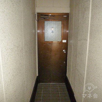 ブラウン色のドアを開けて、更に奥へと進みます。