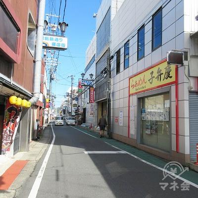 駅前新通り商店街を進みます。