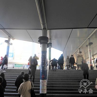 JR武蔵溝ノ口駅に向かって階段を上ります