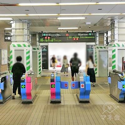 宮前平駅の改札です。改札を出たら左に曲がります。