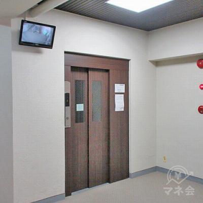 エレベーターで2階にあがります。案内板はありません。