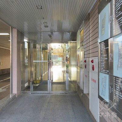 建物入口の様子。