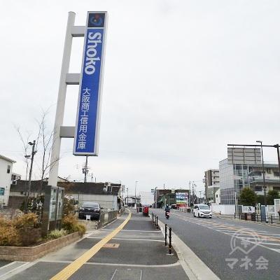 右手の車道は、大阪府道179号です。