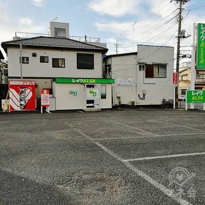レイクALSAの周りは駐車スペースとなっています。