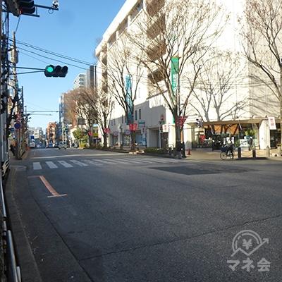 信号を渡って、浦和コルソの側に渡ります。