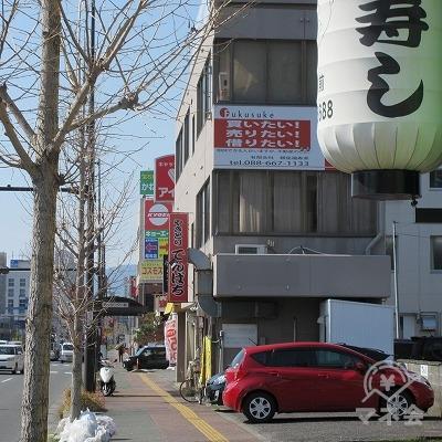 提灯(松寿司)がある付近でアイフルの看板が見えてきます。
