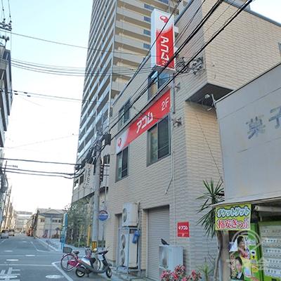 駅の地上出口から50mほどでアコム店舗に到着です。