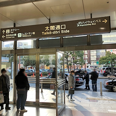 名古屋駅の太閤通口を出て左折します。