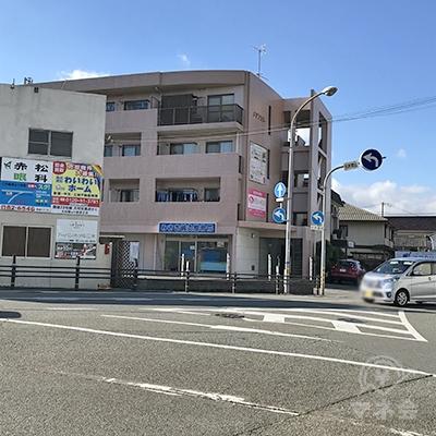 三木駅からすぐの場所にあるビルです。