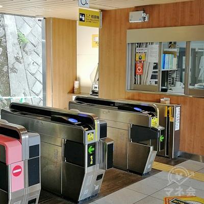 京浜急行堀ノ内駅の改札です。