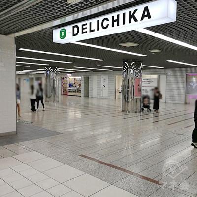 「DELICHIKA」を最後まで歩き、左に曲がります。