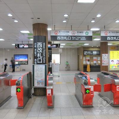 地下鉄空港線天神駅西改札口を出ます。