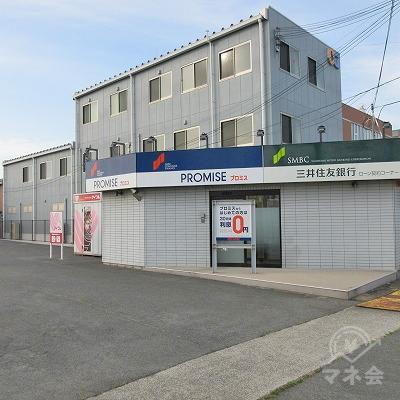 敷地内に入り、右側にプロミスの店舗があります。