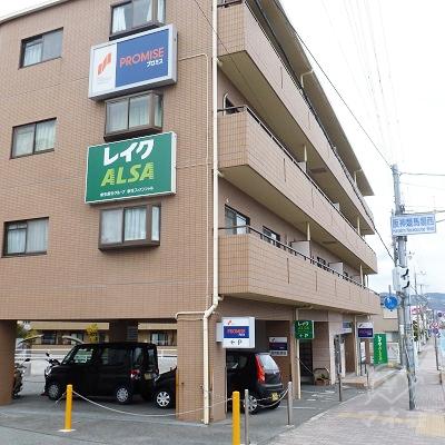 プロミスに到着です。阪神競馬場入口の交差点前です。