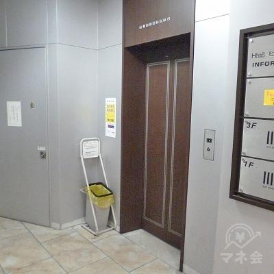 奥の右手にあるエレベーターで4階へ上がってください。