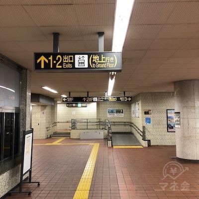 地下鉄東山線の高畠駅改札を出たら、2番出口を目指します。