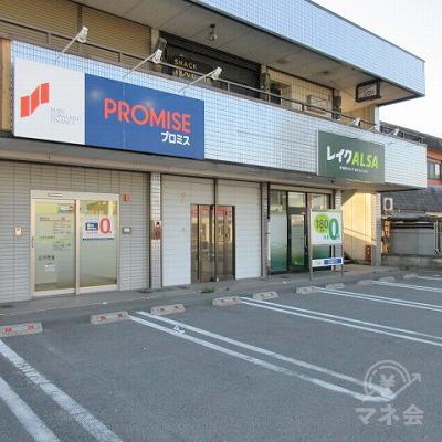 プロミス専用駐車場がプロミスの店舗の前にあります。