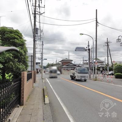 そのまま真っすぐ進み、野田市役所入り口の信号をさらに過ぎます。
