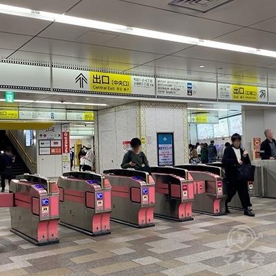 調布駅 中央口改札を出ます。