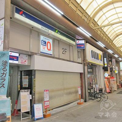 堺銀座通りを入り、すぐ左にプロミスの看板がある建物があります。