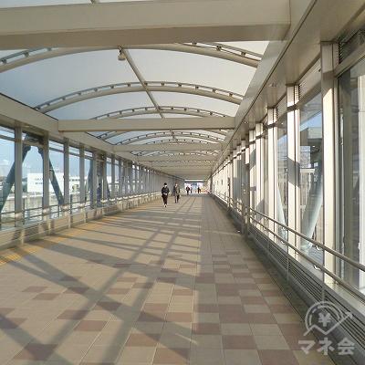 駅構内を歩きます。