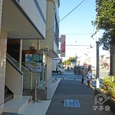 行徳駅入口交差点です。メガネストアー角を左折します。