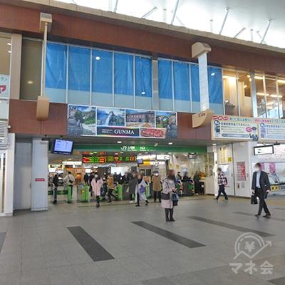 JR高崎駅の改札口です。左手に進みます。
