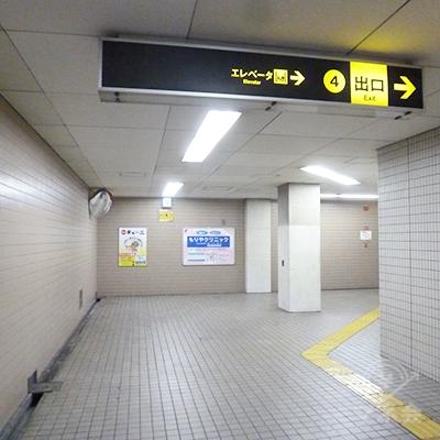 通路が右に曲がります。エレベーター・階段共、同じ所に出ます。