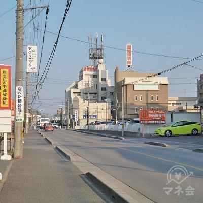 道中右手に岡崎南病院を見ながら約700mほど進みます。