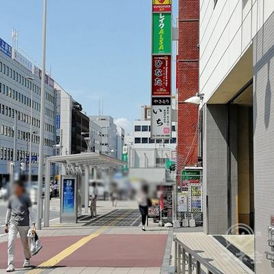 バス停の前にレイクALSAがあります。