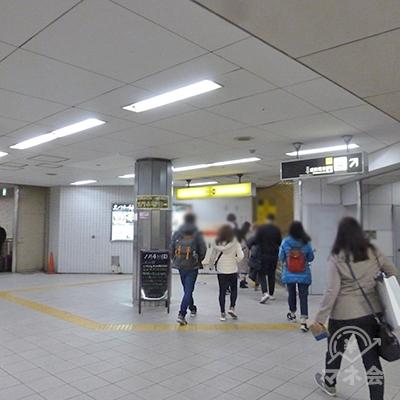 東改札を出たら、右斜め方向にある10番出口に向かいます。