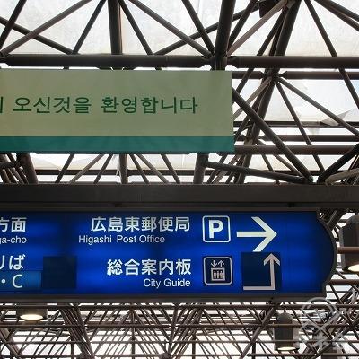 駅外に出たら、右へ進みます。