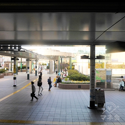 JR武蔵溝ノ口駅から見た光景です。駅前を直進します。
