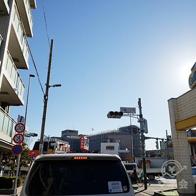 水戸街道の白鳥1丁目交差点を左に曲がります。