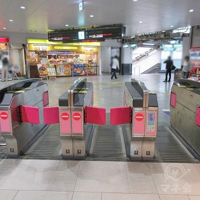 南海堺東駅の西出口に近い改札から出ます。