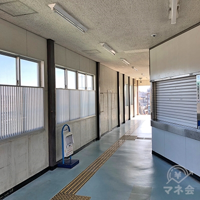 東海道本線の三河塩津駅の改札は1箇所のみです。改札を出たら右折します。