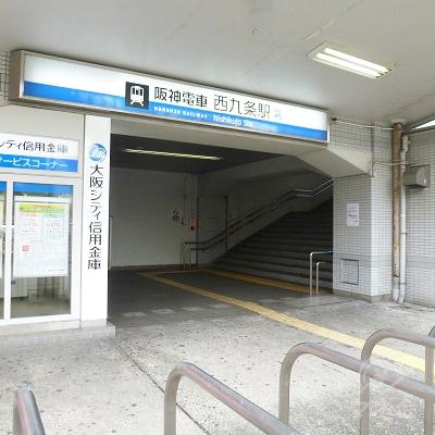 駅出入口を外から振り返って見たところです。