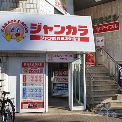 「ジャンカラ」の奥にエレベーターがあり、ここから入店します。
