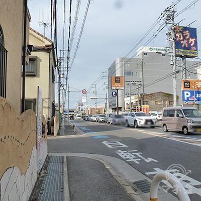 「産業道路」沿いの歩道を歩きます。