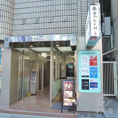 アコム店舗はビルの2階です。