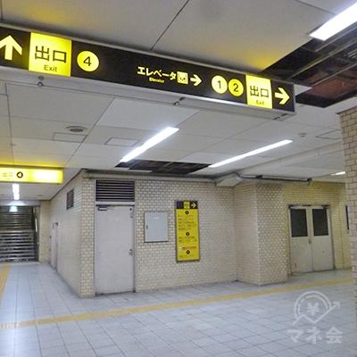 2番出口への通路です。4番出口から分かれ右手に進みます。