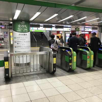 JR池袋駅北改札を出ます。