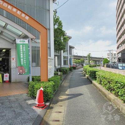 途中、左手に今宿駅西自転車駐車場があります。