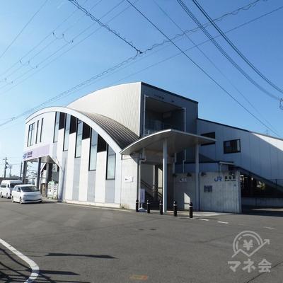 振り返って長池駅(南口)の橋上駅舎を見たところです。