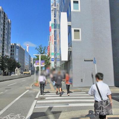 途中、横断歩道を1度渡ります。