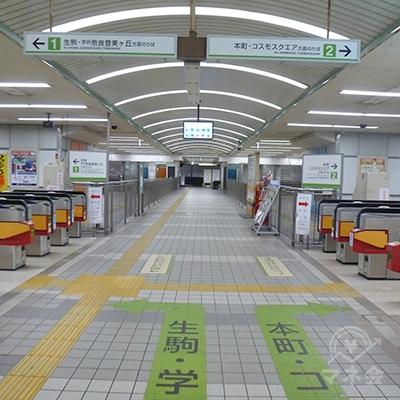 吉田駅の改札です(1ヶ所・上下線別)。5番・6番出口(写真では奥)に向かいます。
