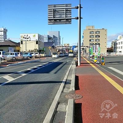 広い道に出たら左(西)方向に1kmほどそのまま進みます。