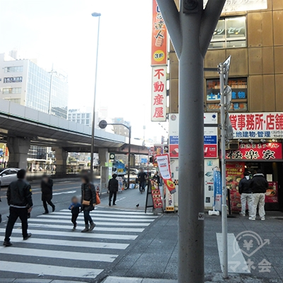 昭和通りに出ます。右に進みます。